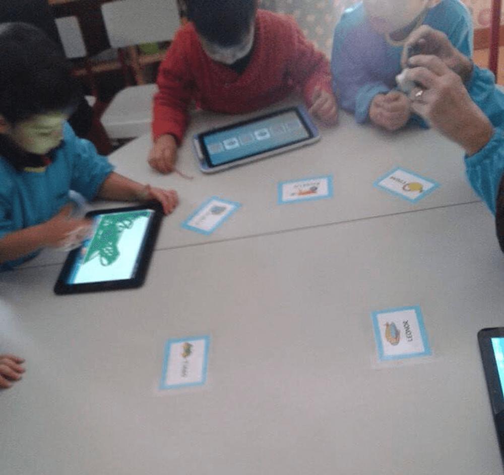 Apresentação e teste de software desenvolvido na empresa Toymobi.